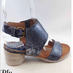 MJUS Sandals in blue snakeskin